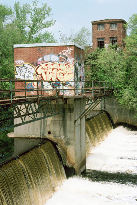 "PCB-contaminated sediment has accumulated behind both the Baker and the Tileston & Hollingsworth Dams on the Neponset River. The ""T&H Dam"" is pictured here in May 2004. Photo by Tom Palmer."